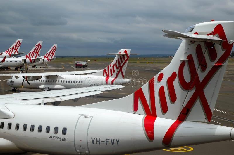 Dziewiczy linia lotnicza samolot przy lotniskiem fotografia royalty free