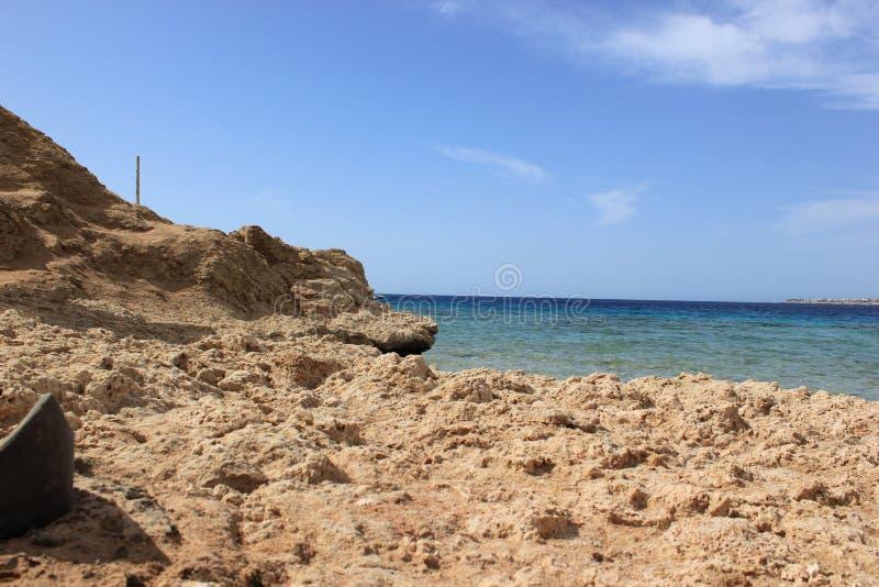 Dzika plaża na czerwonym morzu obraz stock