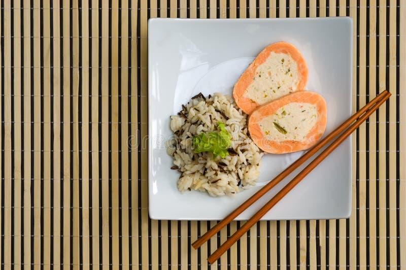 dziki rolada półkowy ryżowy łosoś zdjęcia stock