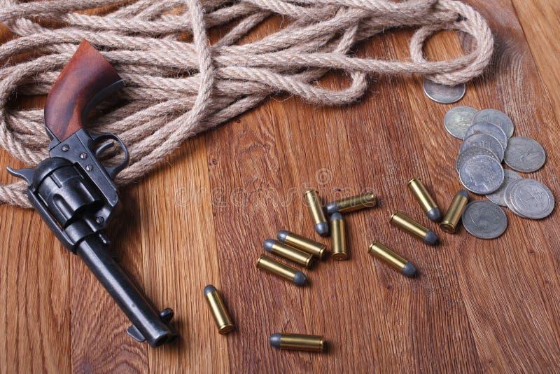 Dziki zachodni kolt i amunicje obrazy stock