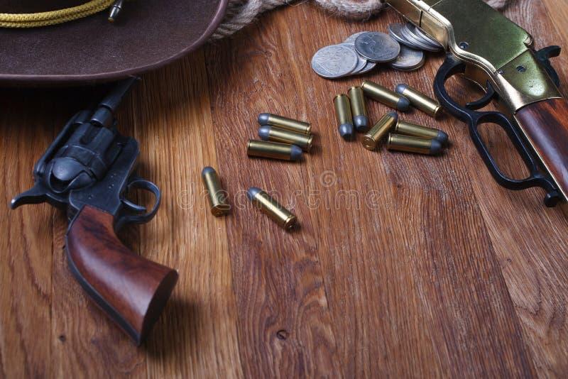 Dziki zachodni kolt i amunicje obraz stock