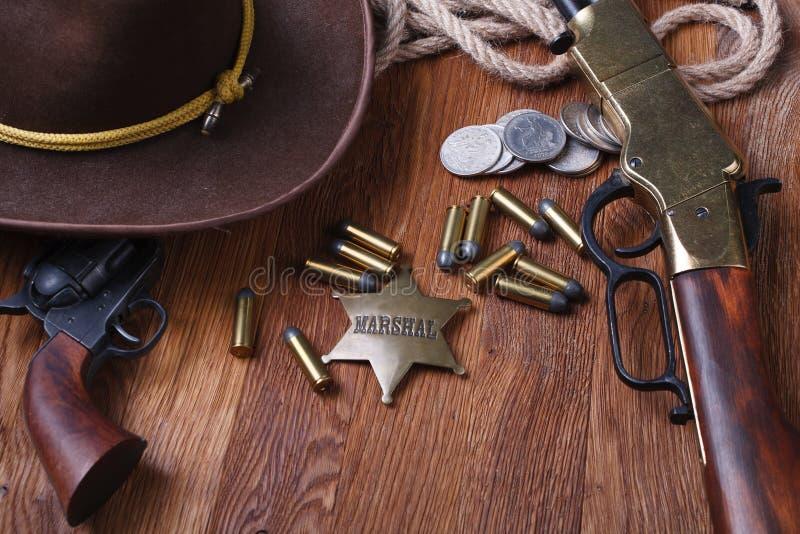 Dziki zachodu pistolet, amunicje i U, S Marsza?ek odznaka zdjęcie royalty free