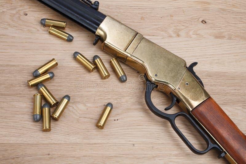 Dziki zachodu pistolet z cyklami zdjęcia stock