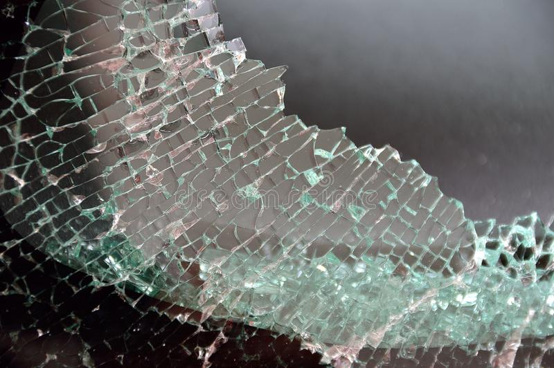 dziury duży łamający samochodowy okno fotografia stock