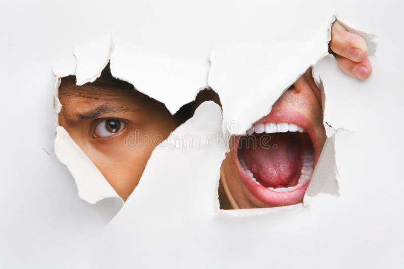 dziury zerkania krzycząca ściana zdjęcie stock