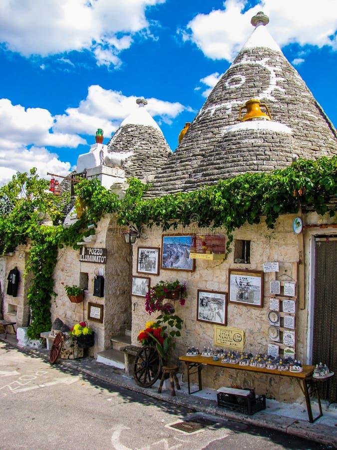 Dziwaczni domy w Alberobello, Włochy zdjęcia royalty free