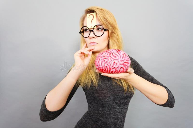Dziwny kobiety mienia mózg ma pomysł fotografia royalty free