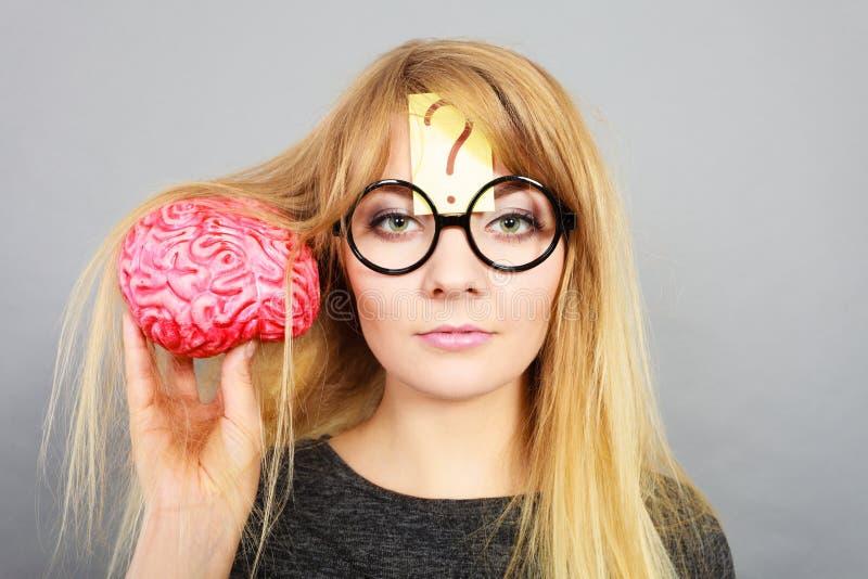 Dziwny kobiety mienia mózg ma pomysł fotografia stock