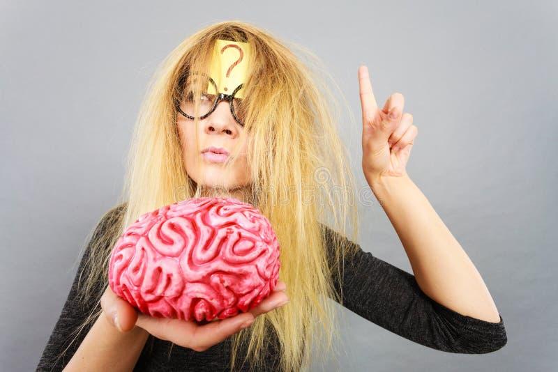 Dziwny kobiety mienia mózg ma pomysł obrazy royalty free