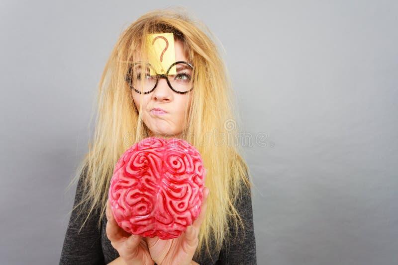 Dziwny kobiety mienia mózg ma pomysł obraz stock