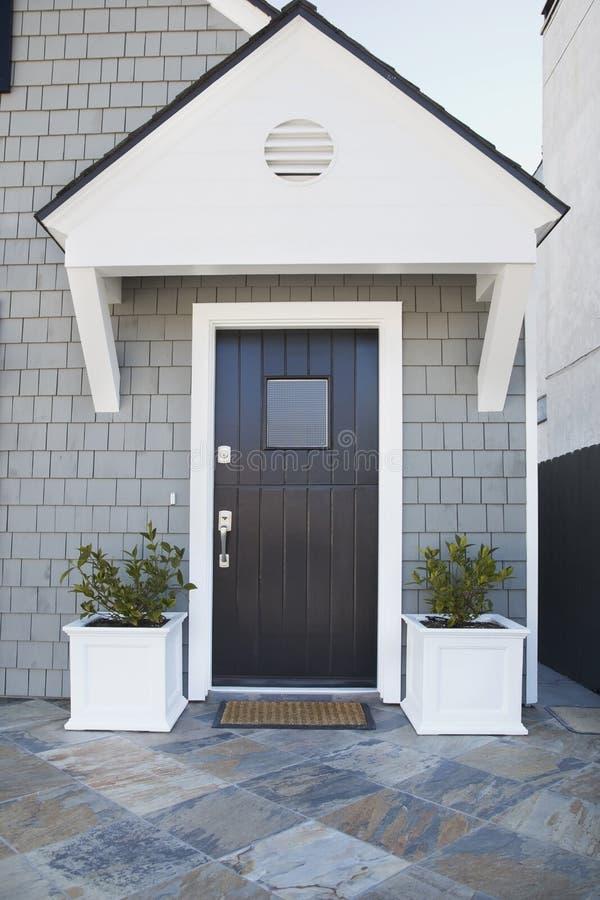 Dzwi wejściowy ekskluzywny dom zdjęcie royalty free