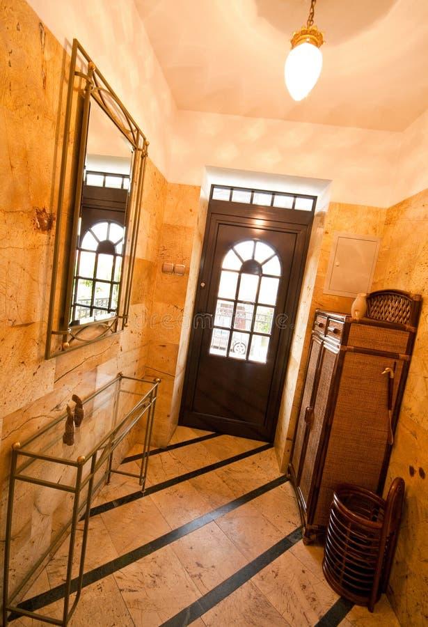 Dzwi wejściowy i korytarz obrazy royalty free
