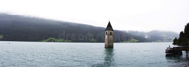 Dzwon Zanurzający wierza reschensee kościół w Resias jeziorze głęboko zdjęcia royalty free