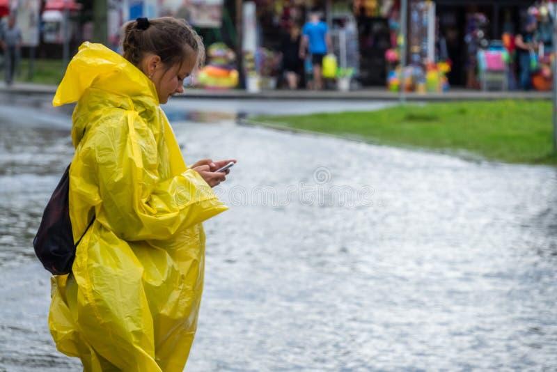 Dzwonić dla pomocy po powodzi obrazy royalty free