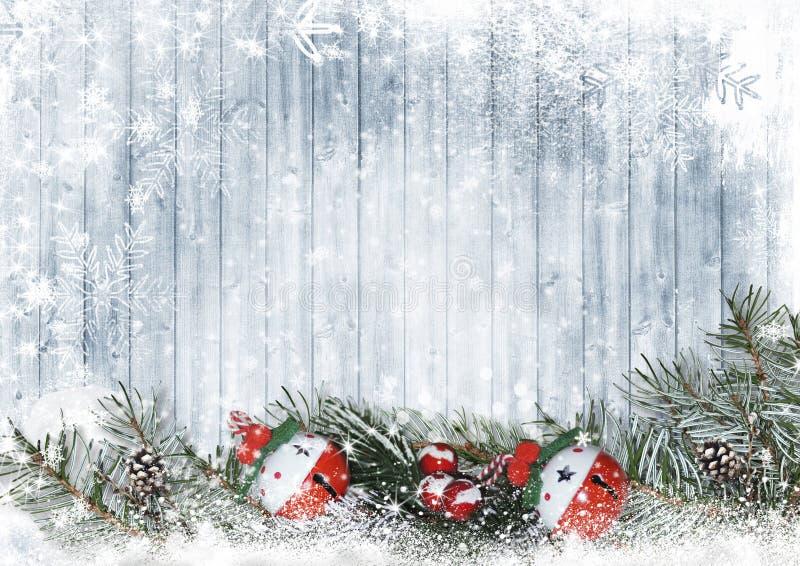Dzwonki żwiru na śnieżnych drzewach gałęzi z kopią royalty ilustracja