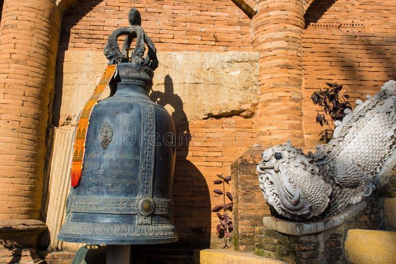 Dzwonkowa i antyczna postać obraz stock