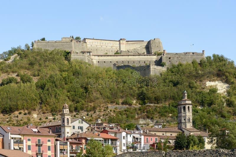 Dzwonkowy góruje przy Gavi i forteca, Włochy obrazy royalty free