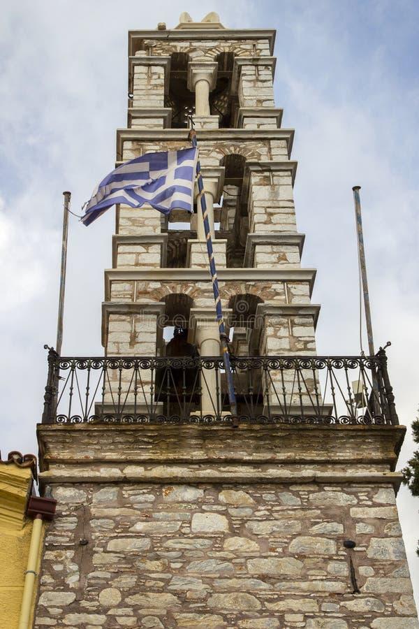 Dzwonkowy wierza Ekklisia Panagia Limnia kościół, Skiathos miasteczko, Grecja, Sierpień 18, 2017 obraz stock