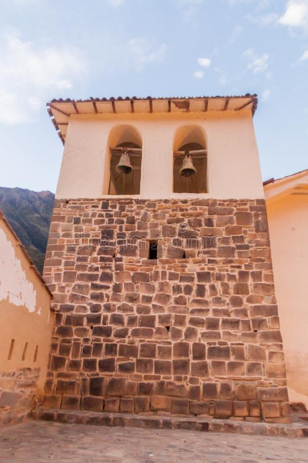 Dzwonkowy wierza kościół w Ollantaytambo, Święta dolina Incas, Pe zdjęcie stock