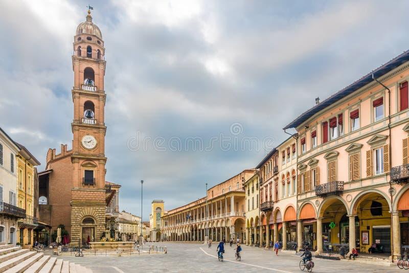 Dzwonkowy wierza przy swobody miejscem w Faenza, Włochy - obrazy stock