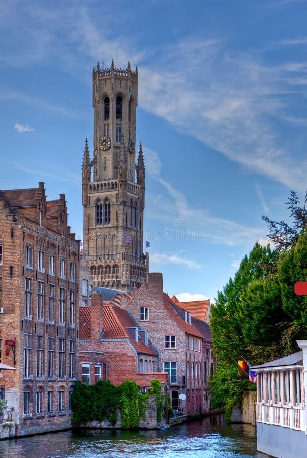 Dzwonnica, domy i kanał w, Bruges, Brugge/, Belgia zdjęcie royalty free