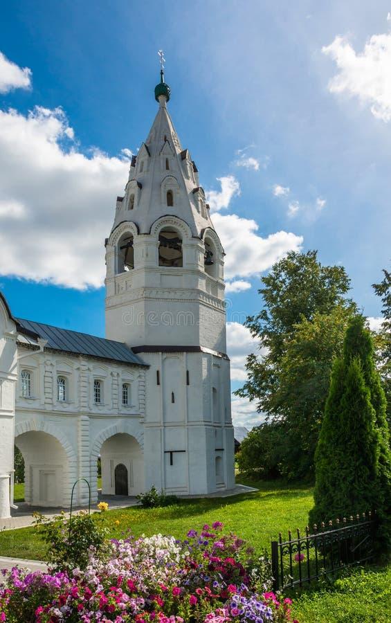 Dzwonnica w intercesja klasztorze przy Suzdal zdjęcie stock