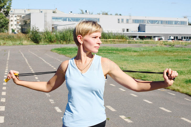 Żeńska atleta na karuzeli obrazy stock