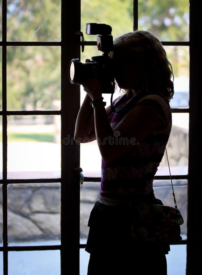 Żeńska fotograf sylwetka zdjęcia royalty free
