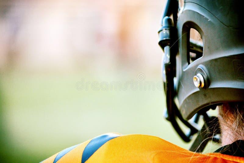 Żeńska gracz futbolu pozycja Na linii bocznej obrazy stock