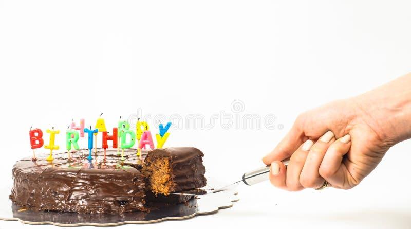 Żeńska osoba słuzyć domowej roboty sacher czekoladowego tort zdjęcie stock