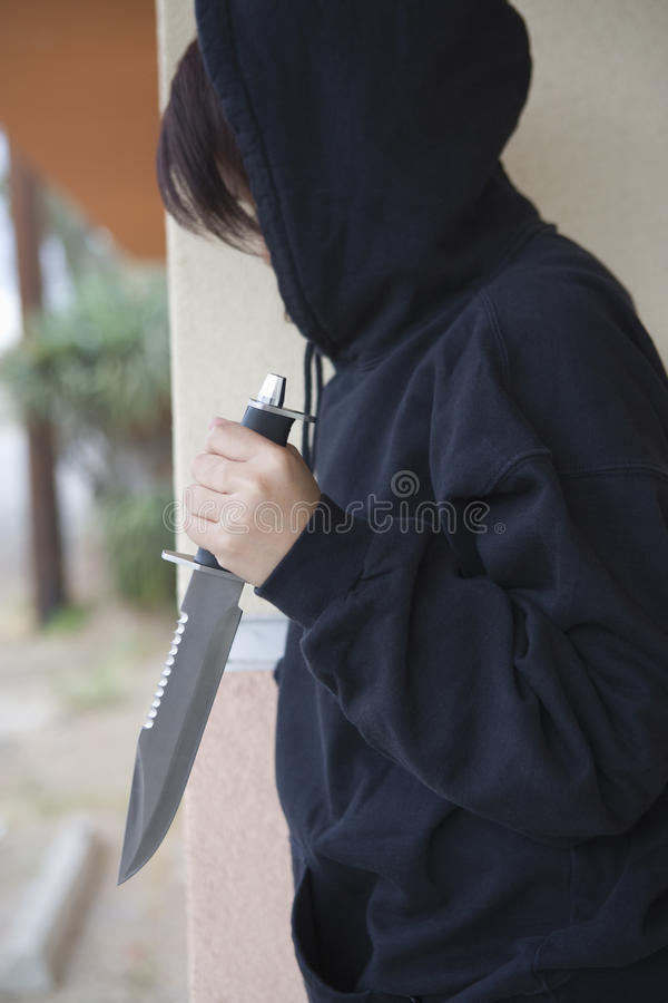 Żeński Kryminalny mienie nóż zdjęcie royalty free