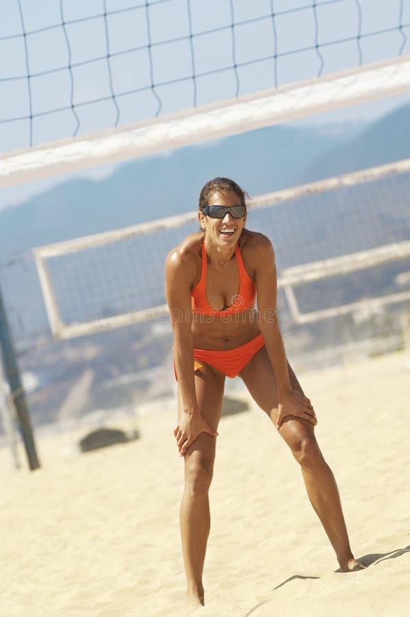 Żeński Plażowej siatkówki gracz W bikini fotografia royalty free