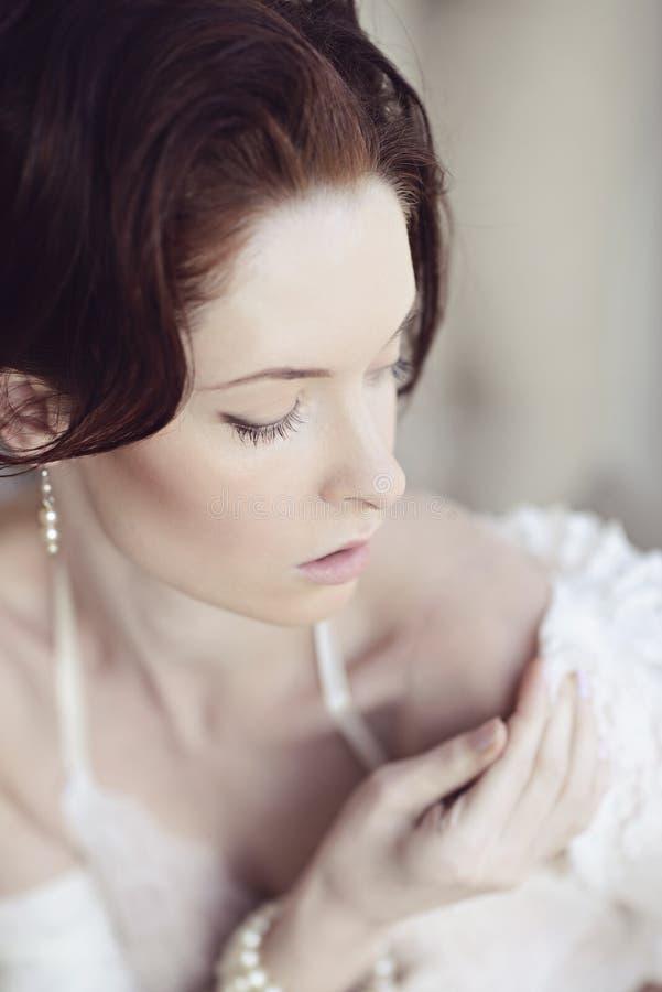 Żeński portret śliczna dama indoors zdjęcia royalty free