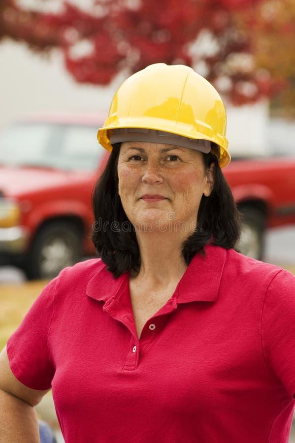 Żeński pracownik budowlany Na miejscu fotografia stock