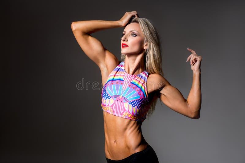 Żeński sprawności fizycznej bodybuilder obrazy stock