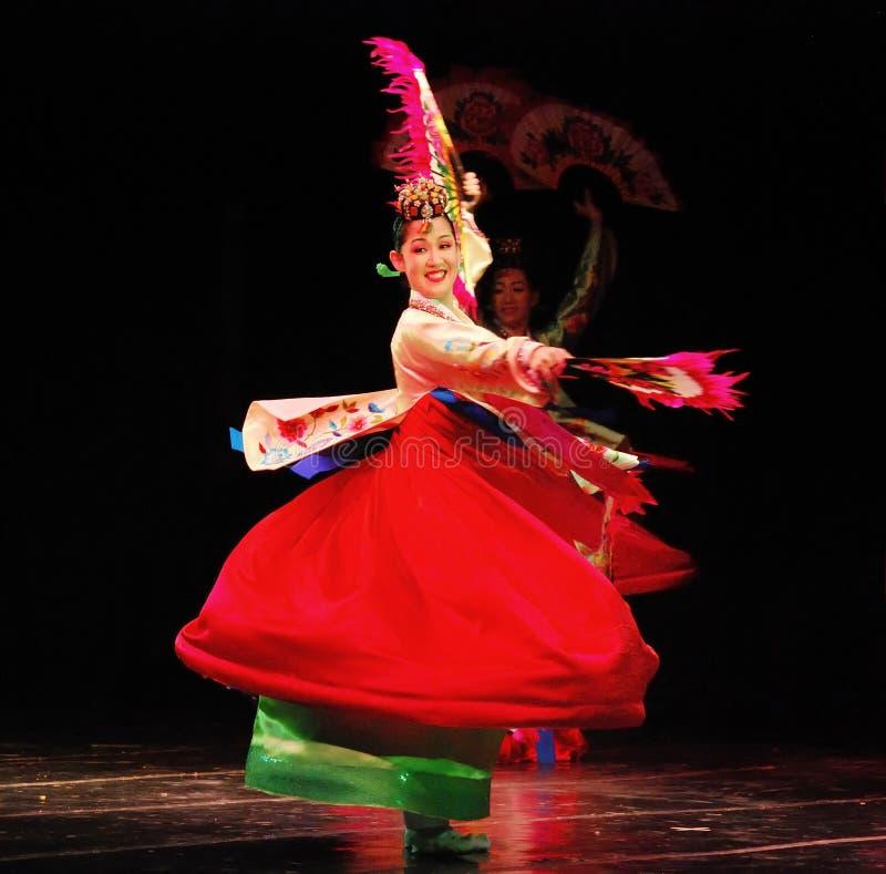 Żeński tancerz tradycyjny Koreański taniec obrazy stock