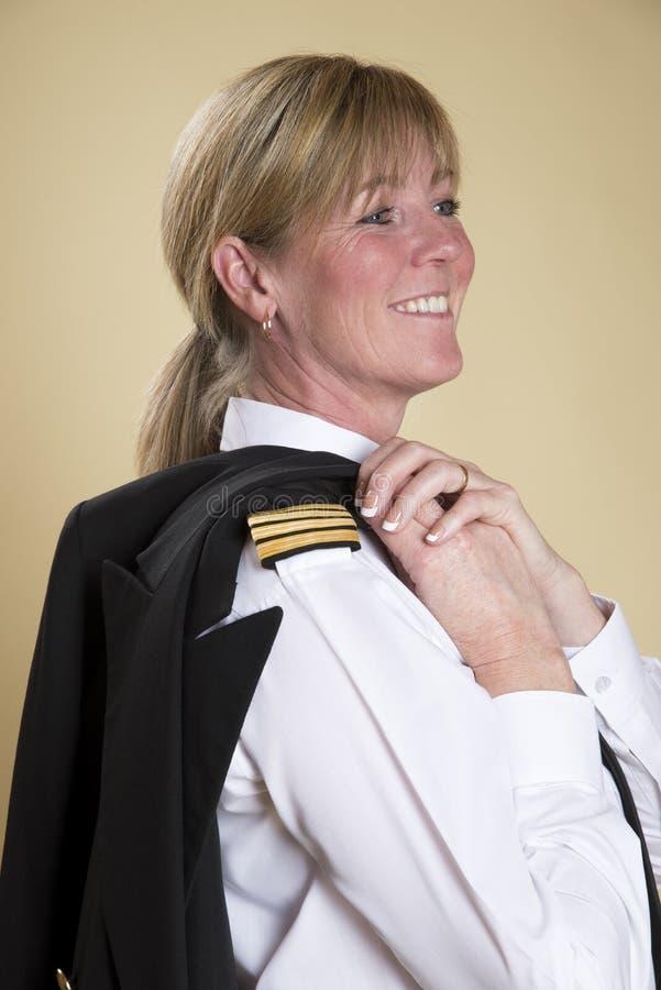 Żeński uśmiechnięty linia lotnicza pilot obrazy stock