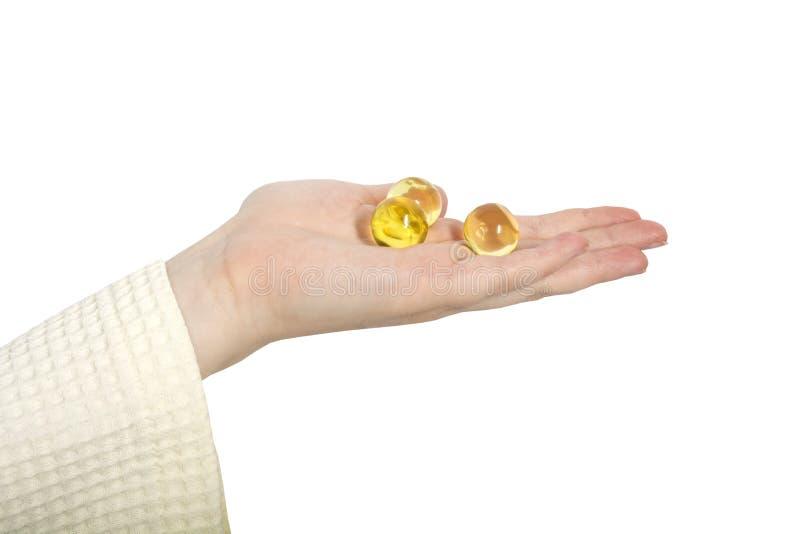 Żeńskie ręki mienia oleju piłki obraz stock