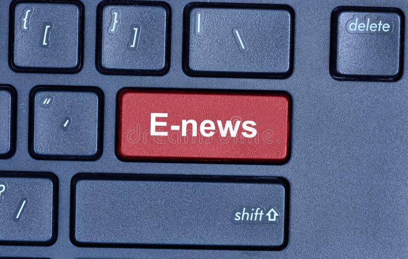 E新闻在键盘措辞 库存照片