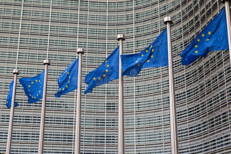 E行。-欧盟下垂在行政前面的飞行 免版税库存照片