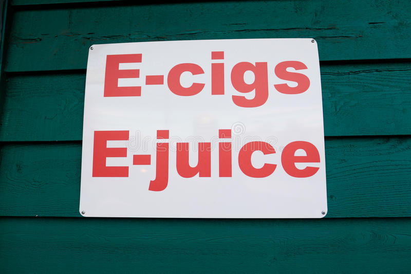 E香烟和E汁液Vaping广告标志 免版税库存图片