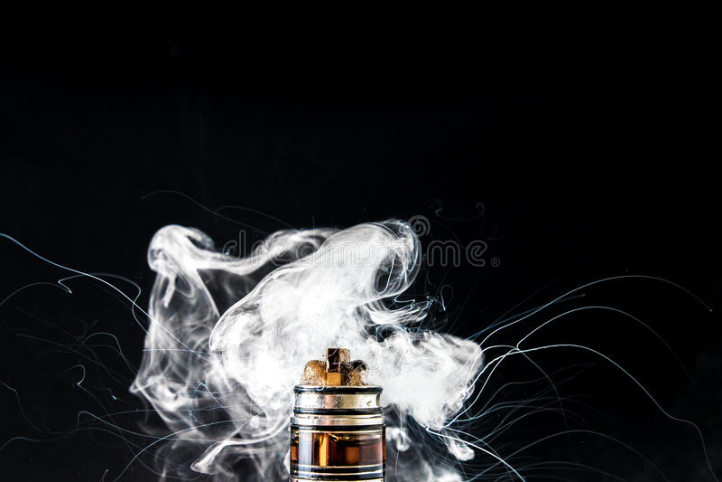 E香烟vape爆炸 免版税图库摄影