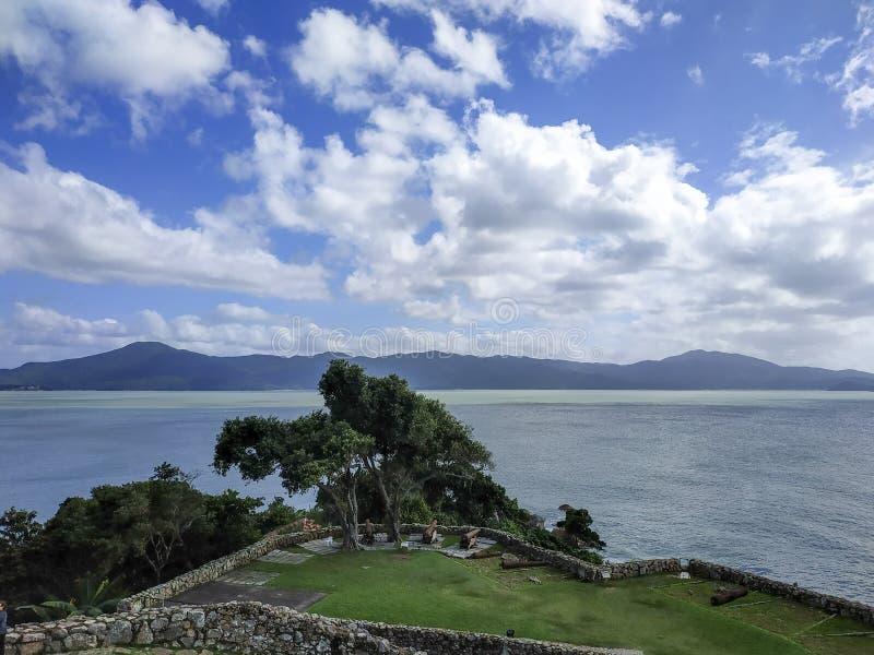 18:e århundradet São José da Ponta Grossa Fortress, Florianópolis, delstaten Santa Catarina, Brasilien arkivfoton