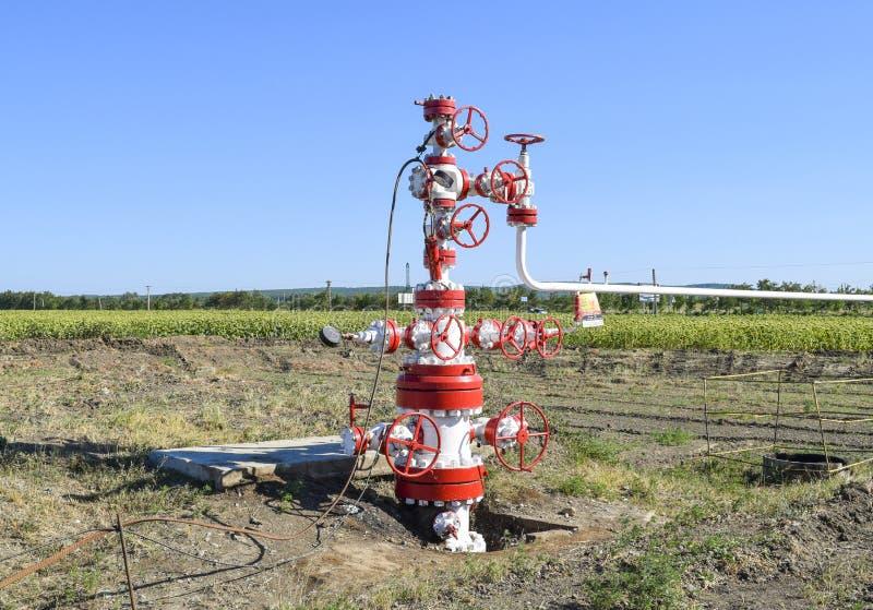 E Équipement de tête de puits de puits de pétrole Production de pétrole image stock