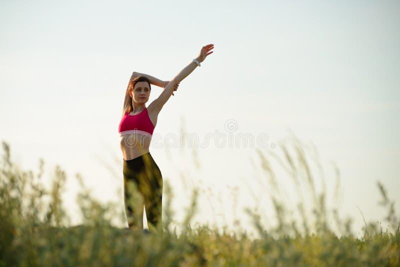 E Άσκηση προθέρμανσης το θερινό βράδυ r στοκ εικόνα με δικαίωμα ελεύθερης χρήσης