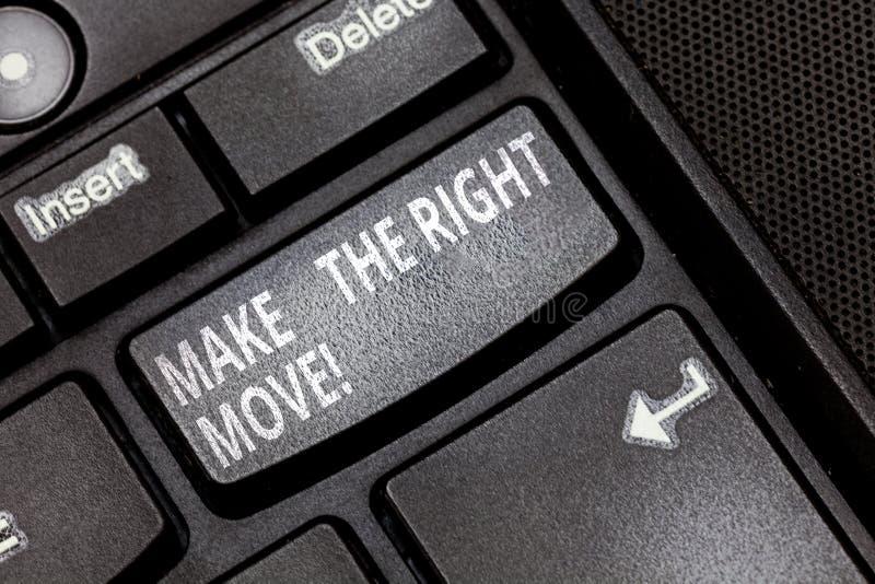 E Η έννοια έννοιας λαμβάνει τις σωστά αποφάσεις και μέτρα να ληφθεί το κλειδί πληκτρολογίων επιτυχίας στοκ εικόνες