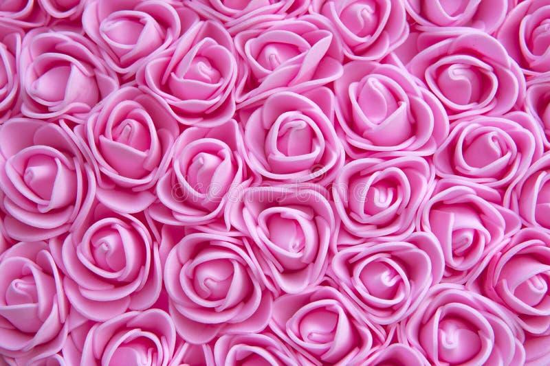 E μέρη των ρόδινων τριαντάφυλλων Αυξήθηκε σύσταση Μέρος των τεχνητών λουλουδιών στη ζωηρόχρωμη σύνθεση στοκ εικόνα