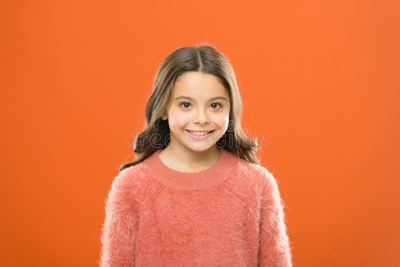 E Φροντίδα των παιδιών και ψυχολογία Ευημερία και υγεία Ακτινοβολία της ευτυχίας Χαμογελώντας παιδί κοντά επάνω facial στοκ φωτογραφία