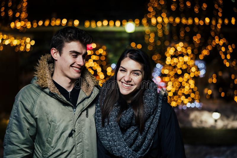 E Χειμερινή χαρά θετικό συγκινήσεων Ευτυχία στοκ φωτογραφίες