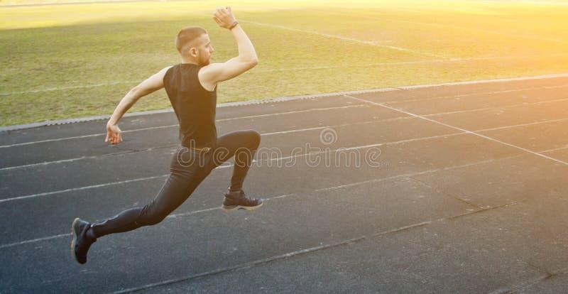 E бег на резиновом следе ( энергичный стоковые фото